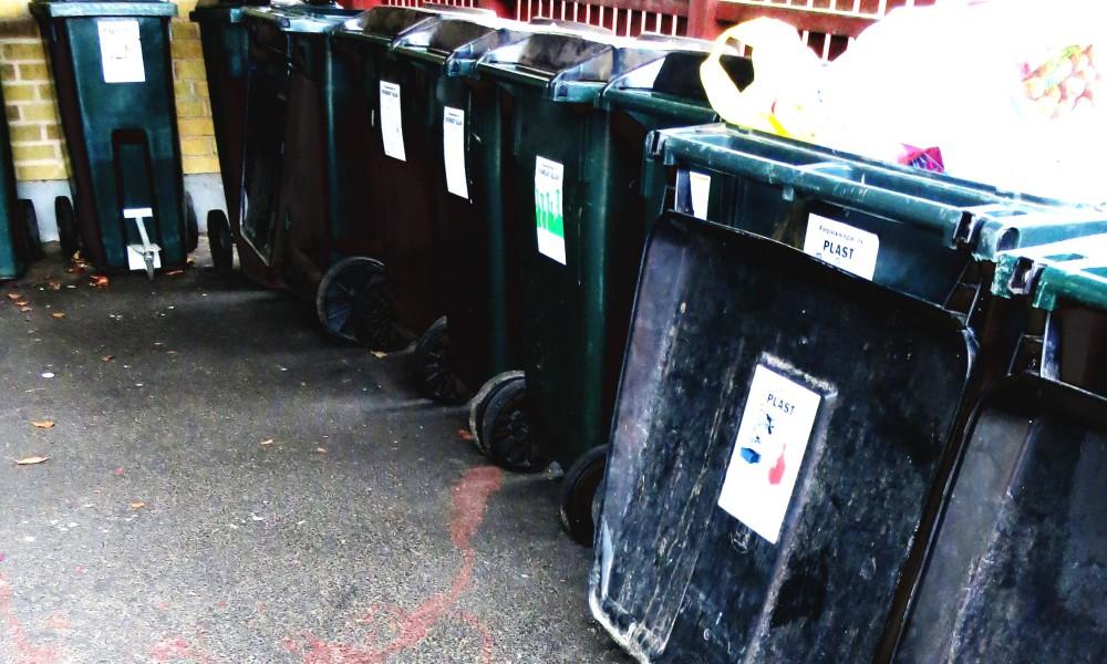 Trash recycling station