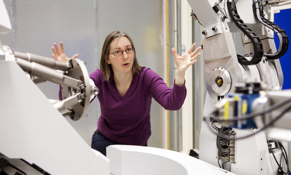 Katarina Noren works with researchers at Max-lab in Lund.