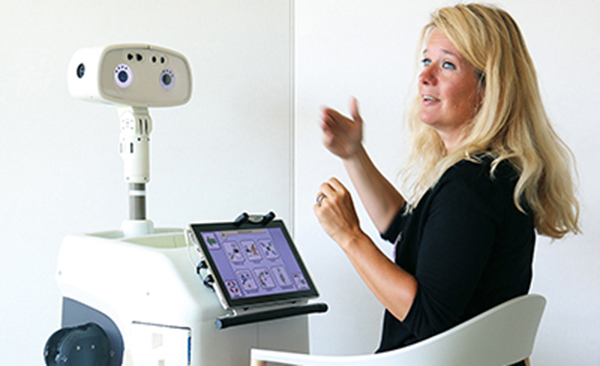 Susanne Fren and the robot Hobbit
